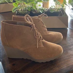 👣 TAN SUEDE BOOTIES- Size 8
